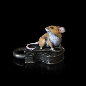 Mouse on Antique Lock (224BR)